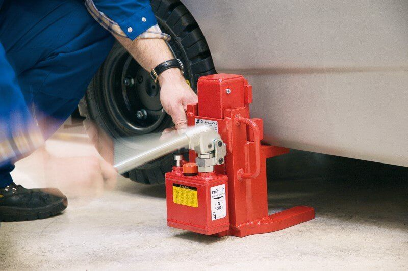 Hydraulic Jacks: What Are They and How Do They Work?